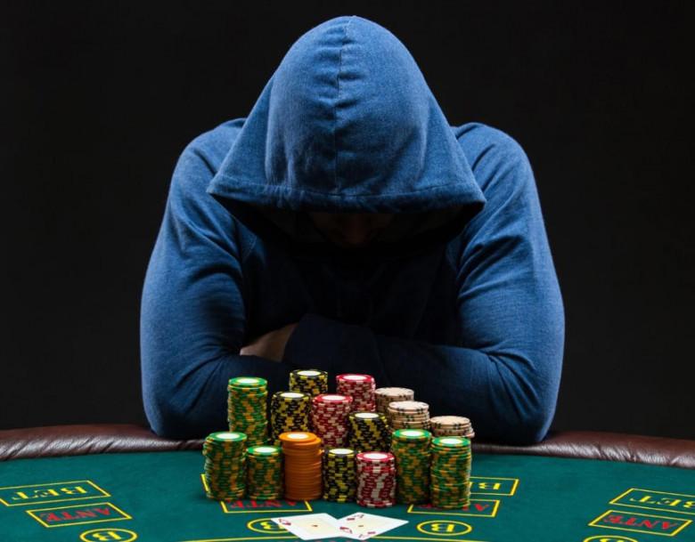 Что делать если муж играет в казино как играть в карты мафия видео